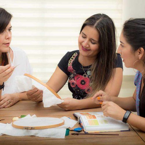 Dra. Linita con sus estudiantes